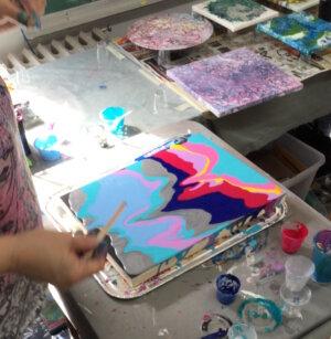 Peinture fluide, fissures et craquelures