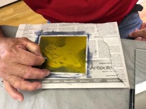 Gravure sur plaque solaire